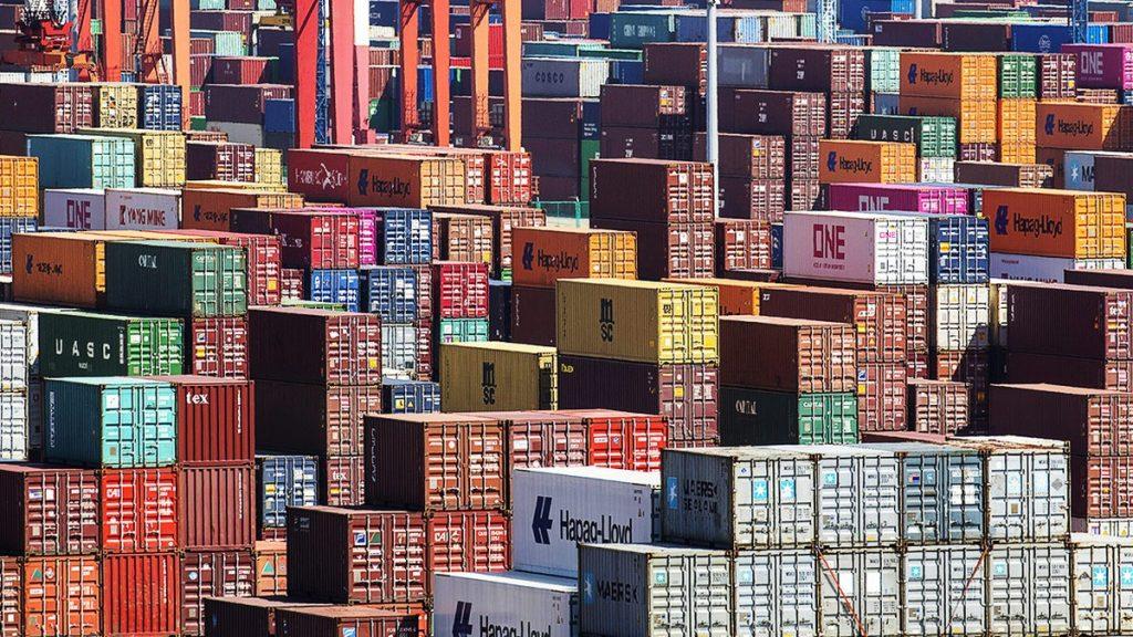 V Hongkongském přístavu přeloží denně desítky tisíc kontejnerů